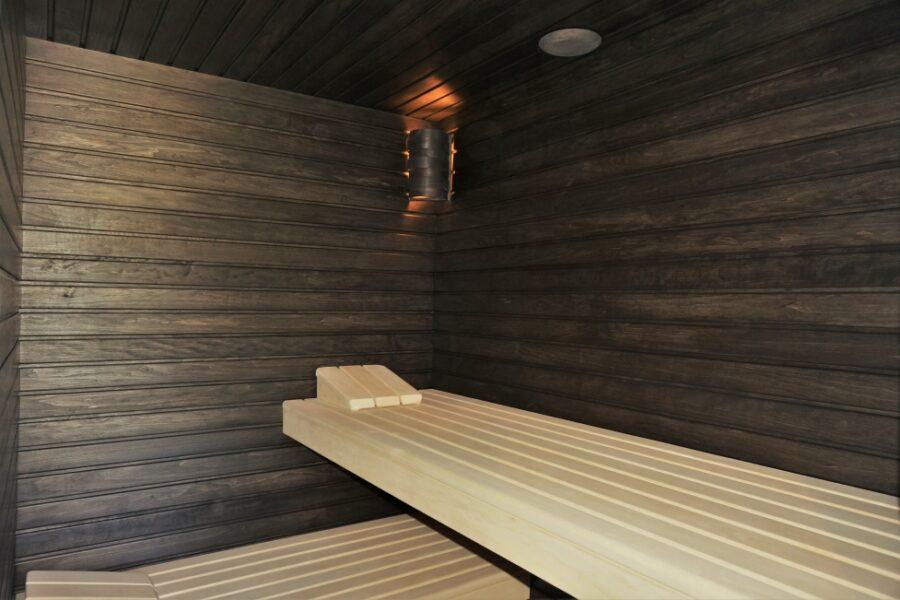 Sauna fińska w kolorze czerni.